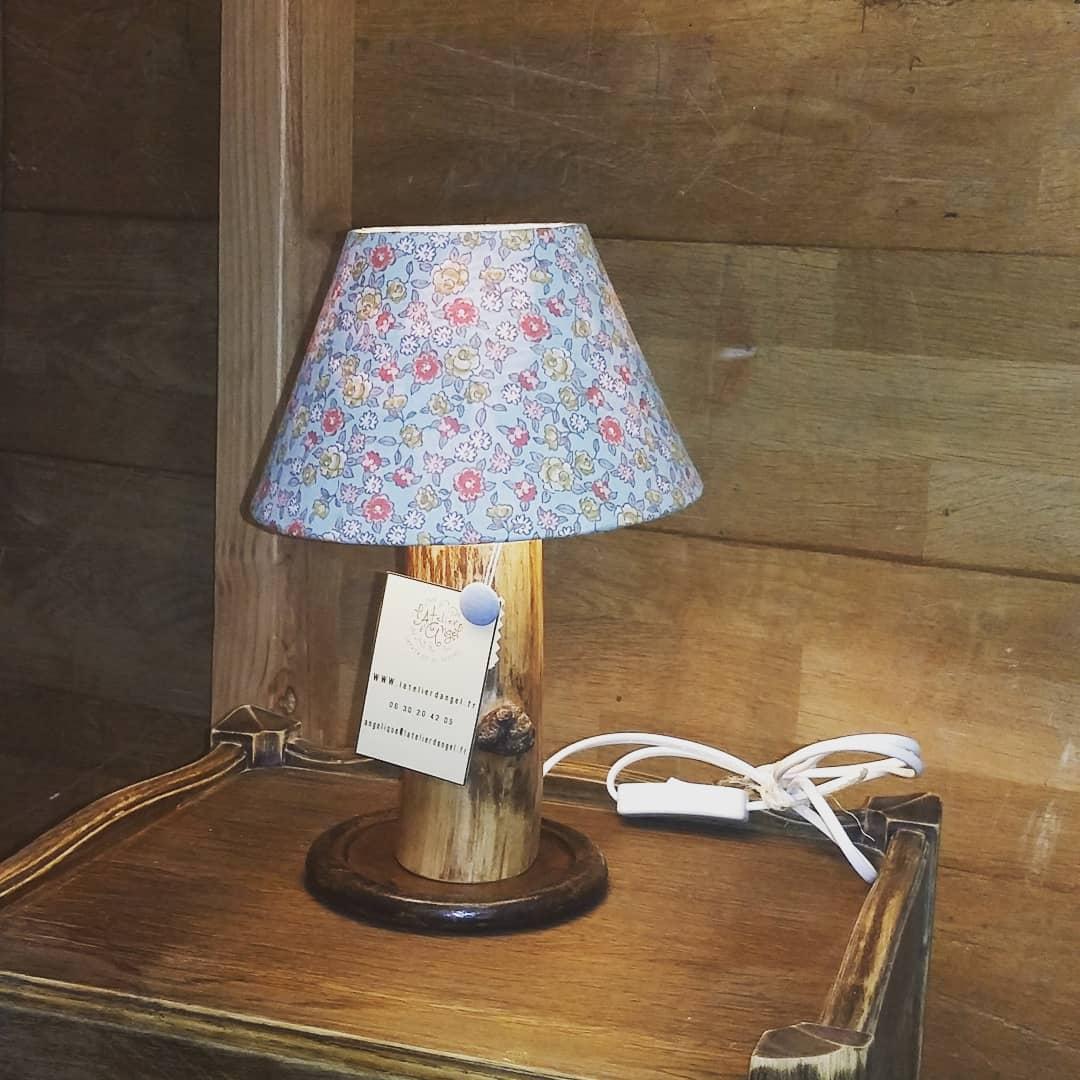 Création lampe upcycling pied bois et métal abat-jour imprimés fleuris