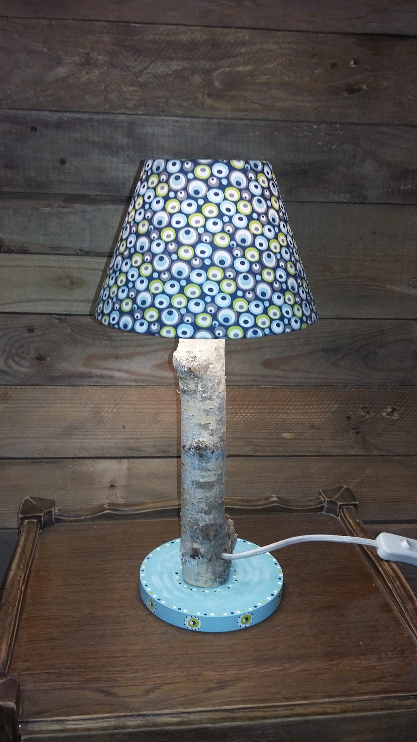 Création lampe upcycling pied bois abat-jour ronds verts et bleus